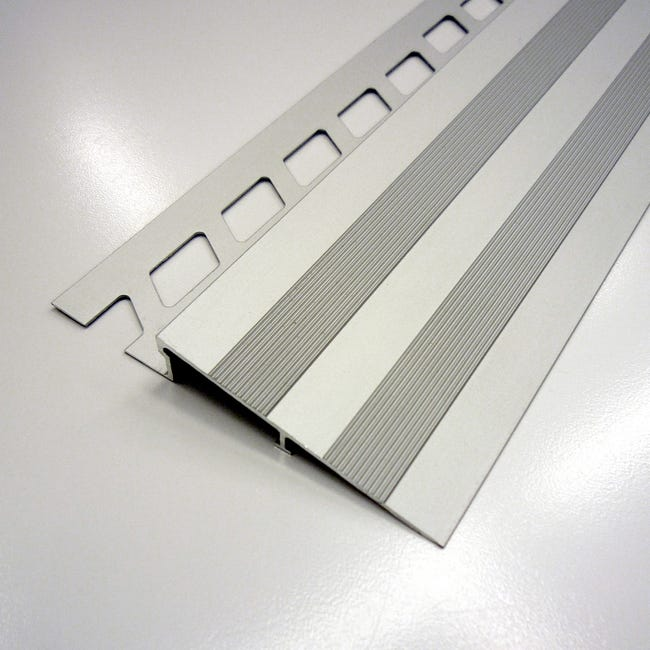 Rampe D Acces Sol Aluminium Anodise L 2 5 M X Ep 10 Mm Leroy Merlin